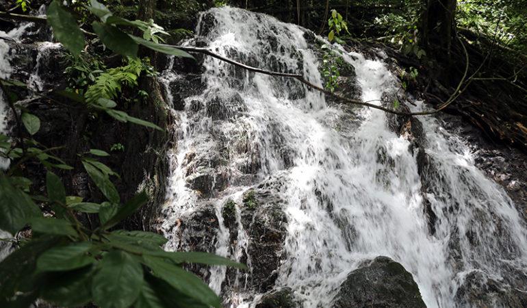 Udforsk Ton Sai vandfaldet