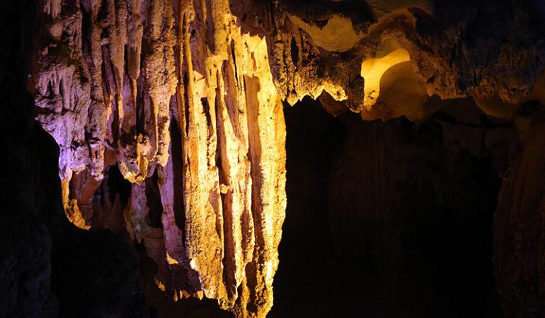 Hang Sung Sot grotten